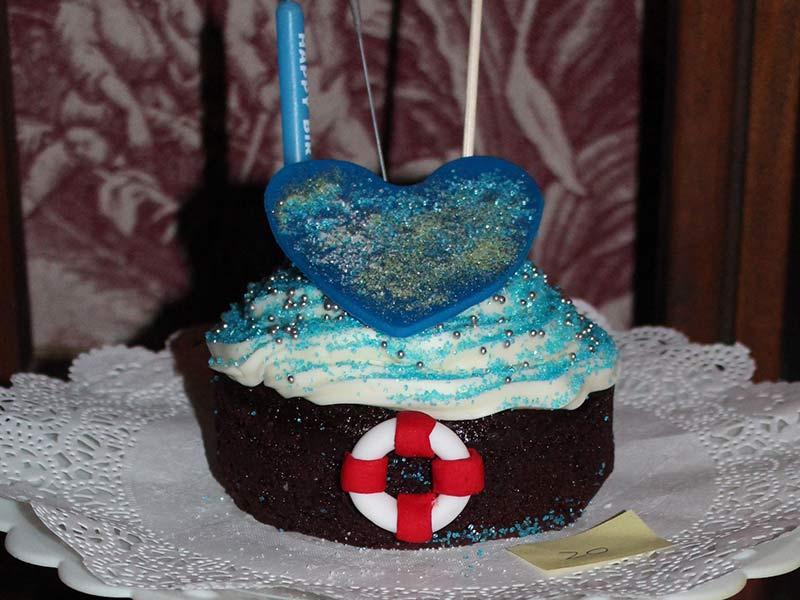 PETITE DE VOYAGE 10cm round red velvet cake $20.00