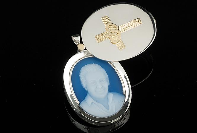 custom-locket-cameo-portrait-silver-gold